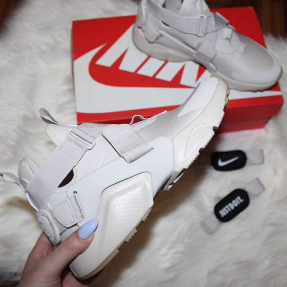 size 40 ecd2d 6b799 BNIB Nike Air Huarache City Sneakers   Desert Sand